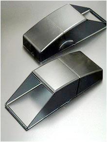 Plexiglas (PMMA) ist kratzfest und von hoher optischer Qualität, wie diese Auffangkörbe für AGFA zeigen
